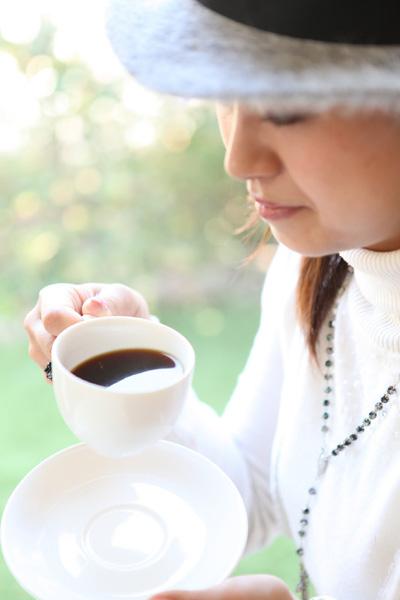 女性とコーヒー